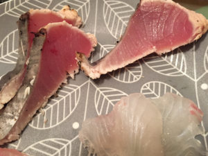 クロマグロ(幼魚)のタタキ。美味です。